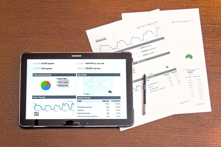 Tablet, papiere, analýza, štatistiky.jpg