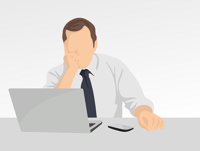 Postavička muža v bielej košeli a v kravate pozerá do počítača.png