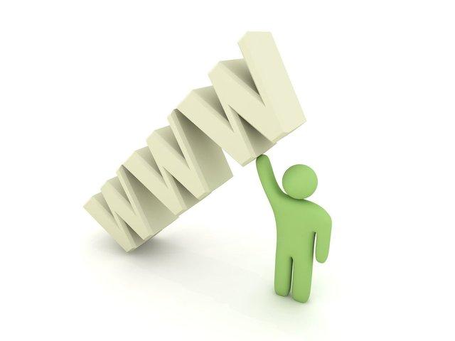 Zelená postavička zdvíha nápis WWW.jpg