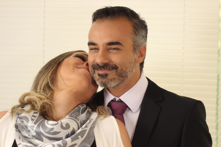 Muž so ženou, pár v strednom veku, zamilovaní